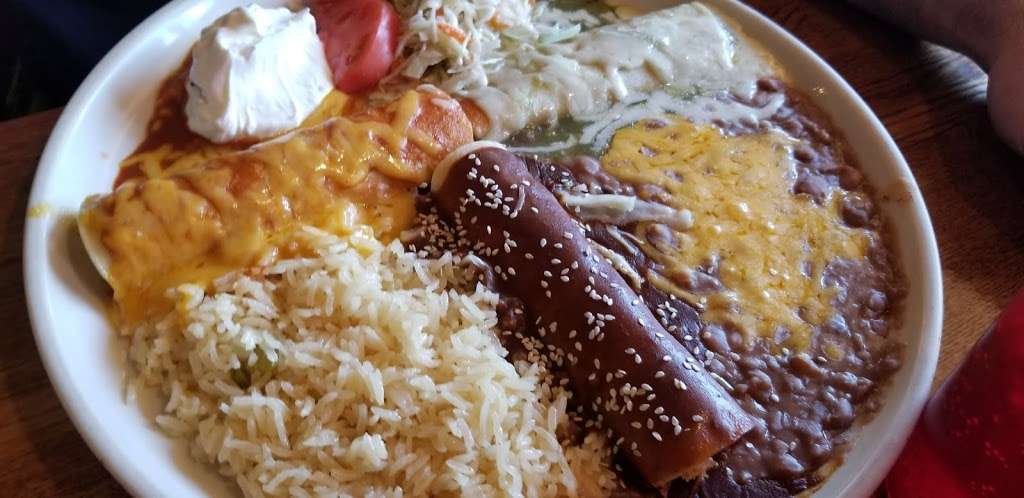 El Tapatio Mexican Restaurant - night club    Photo 4 of 10   Address: 300 Newburyport Turnpike, Rowley, MA 01969, USA   Phone: (978) 432-1336