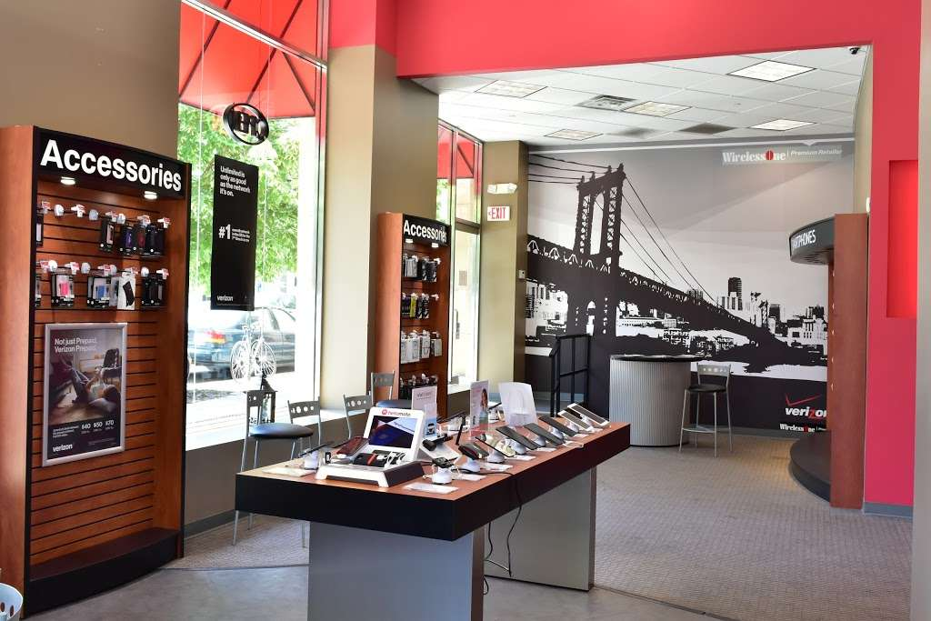Verizon - store  | Photo 5 of 10 | Address: 30-02 30th Ave, Astoria, NY 11102, USA | Phone: (347) 924-9420
