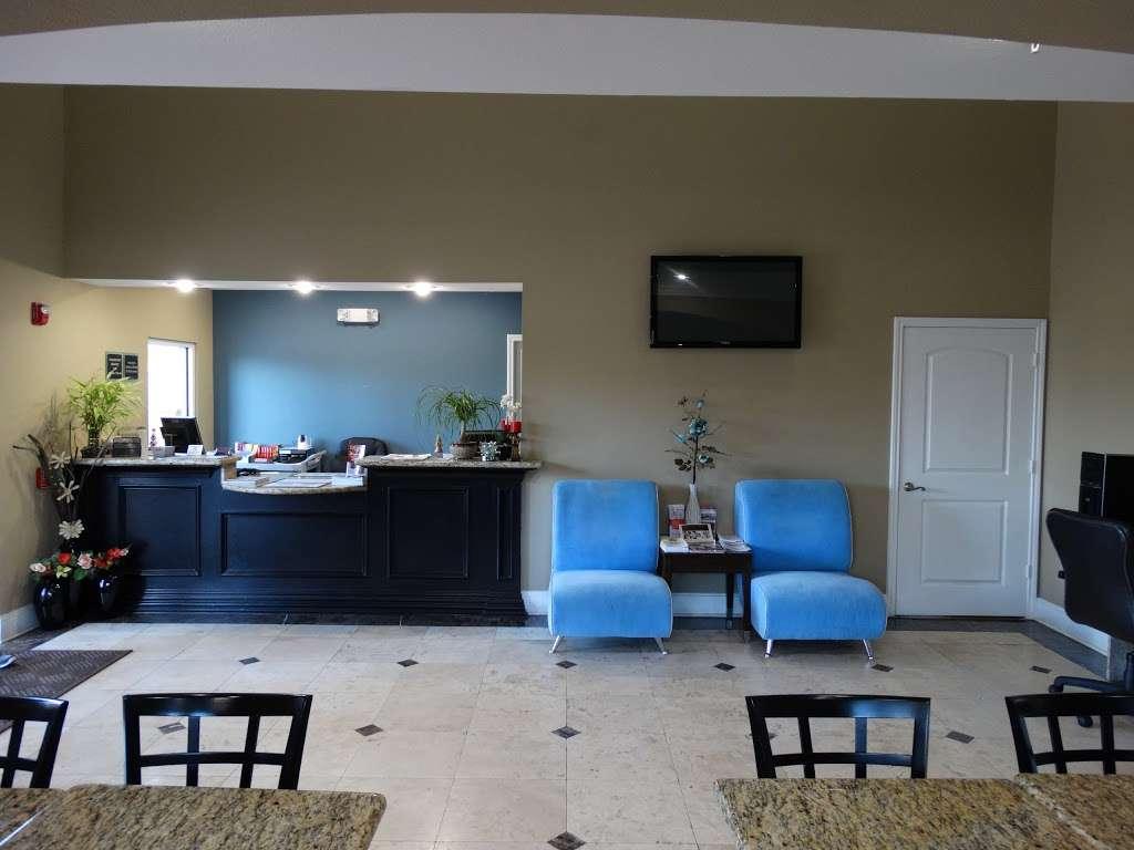 Americas Best Value Inn - lodging  | Photo 5 of 10 | Address: 7420 Garth Rd, Baytown, TX 77521, USA | Phone: (281) 837-5560