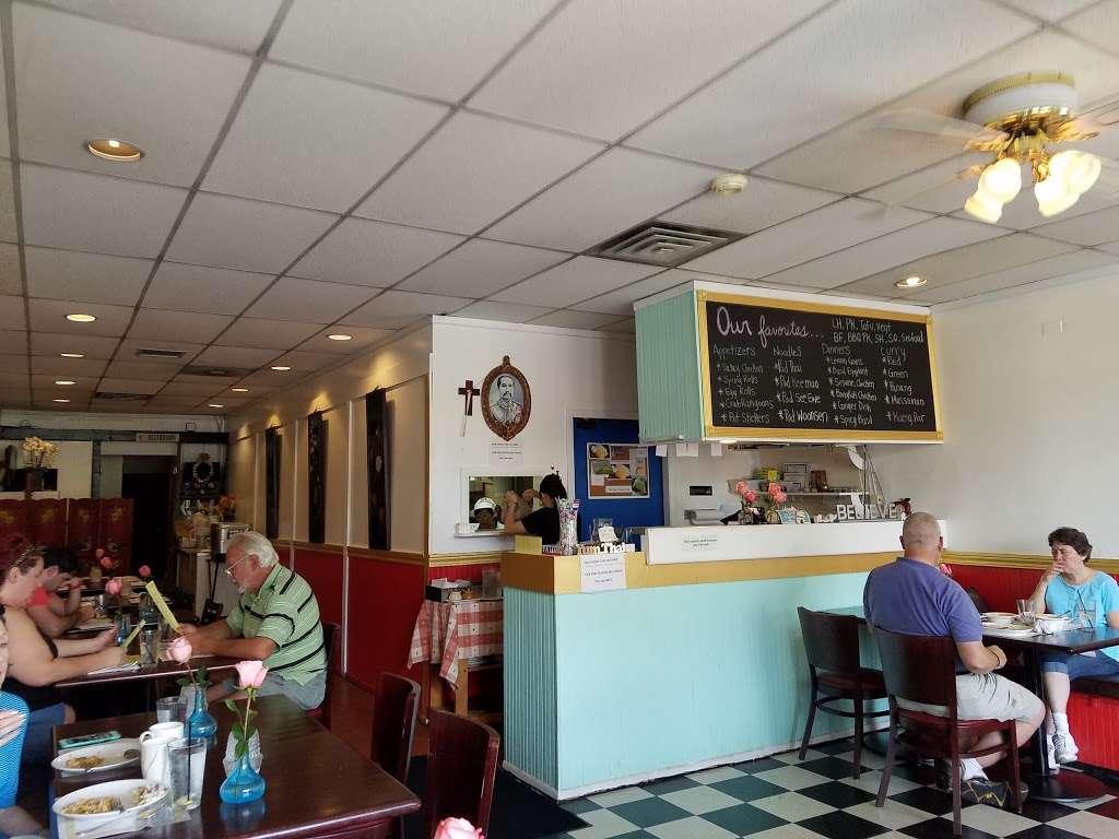 Yum Thai - restaurant  | Photo 1 of 10 | Address: 7748 Madison St, Forest Park, IL 60130, USA | Phone: (708) 366-8888