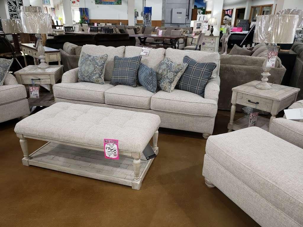 Interstate 69 Furniture - furniture store  | Photo 6 of 9 | Address: 9200 Traders Village Way, Daleville, IN 47334, USA | Phone: (765) 405-1836