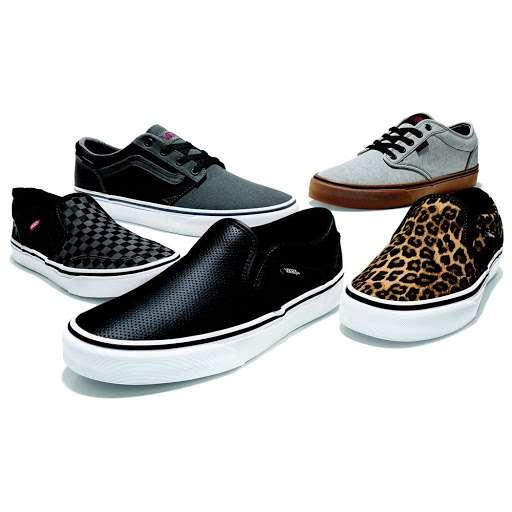 Famous Footwear - shoe store  | Photo 6 of 10 | Address: 389 Gateway Dr, Brooklyn, NY 11239, USA | Phone: (718) 306-5008