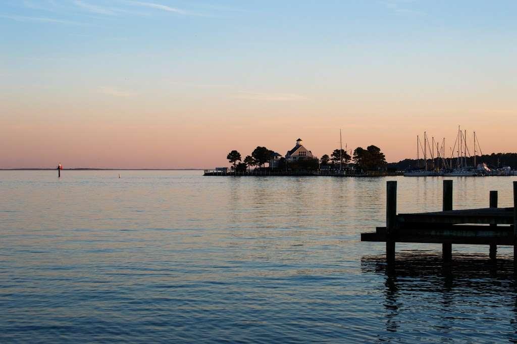 Tilghman on Chesapeake - lodging  | Photo 10 of 10 | Address: 21610 Island Club Rd, Tilghman, MD 21671, USA | Phone: (410) 886-2389