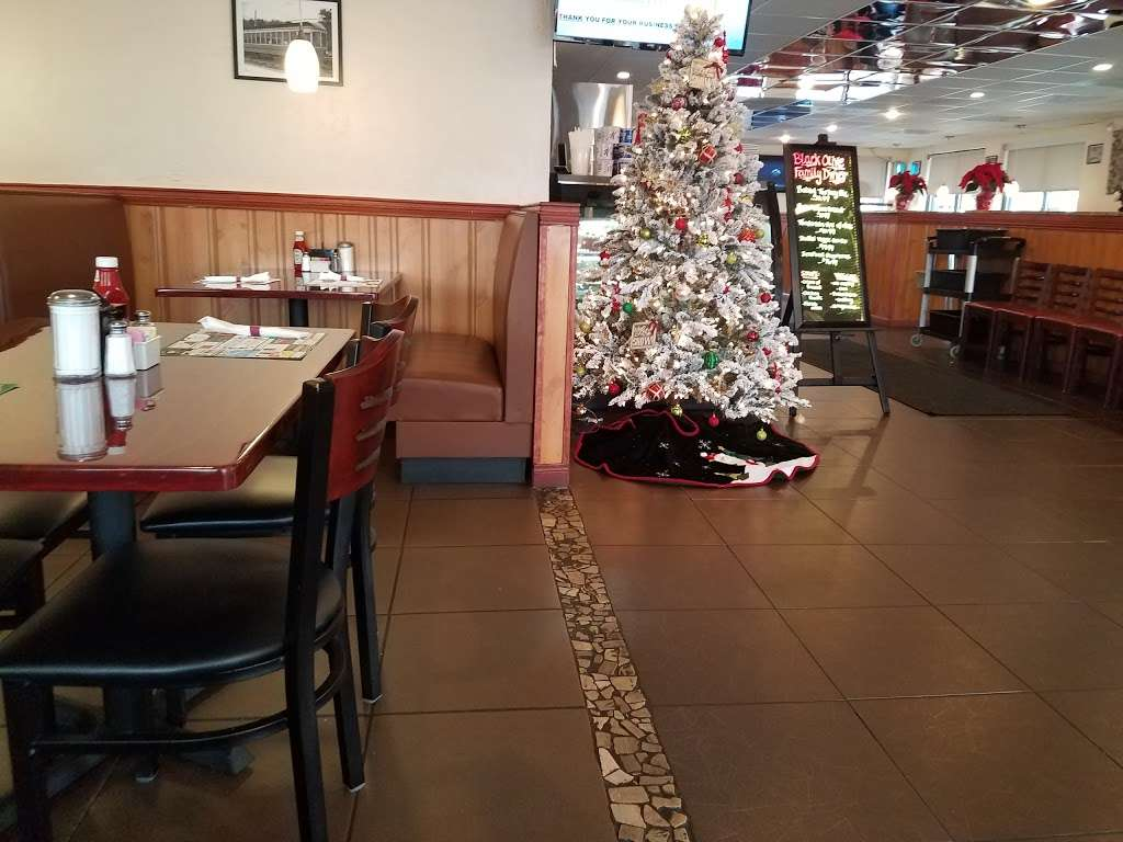 Black Olive Family Diner - restaurant  | Photo 2 of 10 | Address: 1506 Lancaster Ave, Columbia, PA 17512, USA | Phone: (717) 342-2464