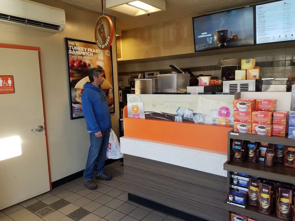 Dunkin Donuts - cafe  | Photo 2 of 10 | Address: Gulf Gas Station, 10801 Grand Central Pkwy, East Elmhurst, NY 11369, USA | Phone: (718) 478-1926