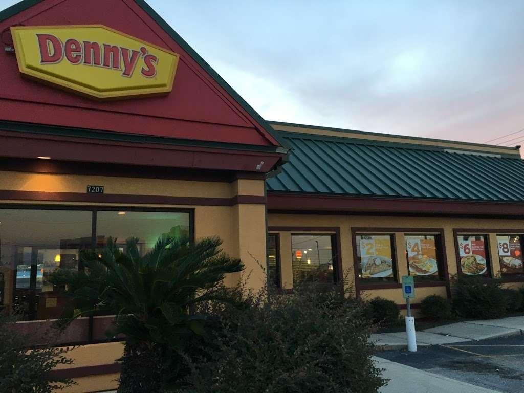 Dennys - restaurant  | Photo 3 of 10 | Address: 7207 Garth Rd, Baytown, TX 77521, USA | Phone: (281) 839-1191