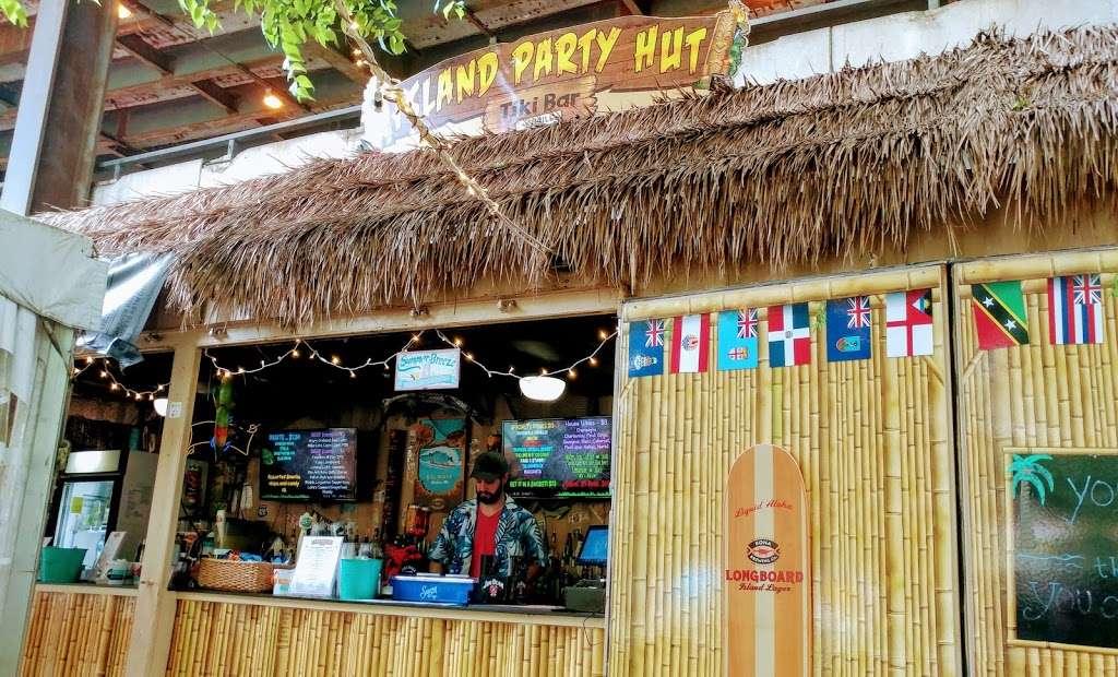 Island Party Hut - restaurant  | Photo 3 of 10 | Address: 355 Chicago Riverwalk, Chicago, IL 60601, USA | Phone: (312) 600-0488