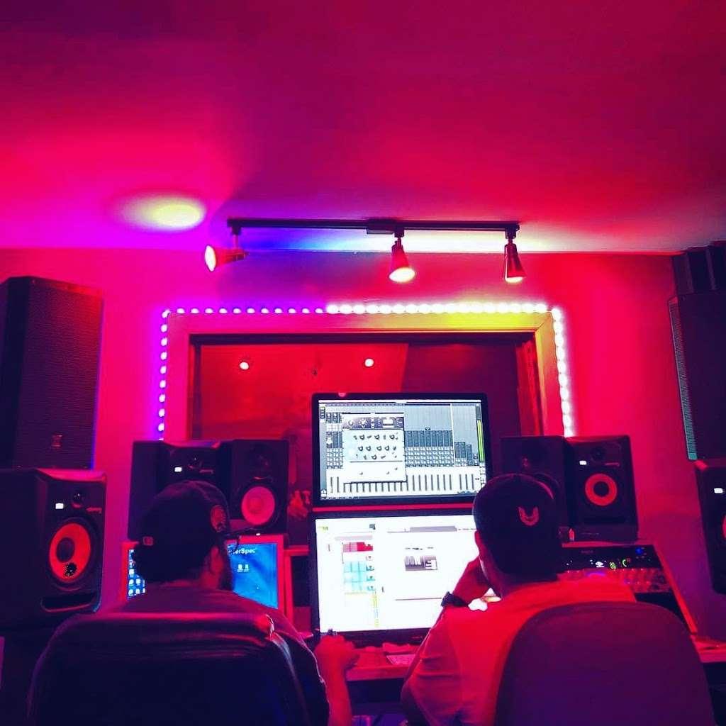 BeBe Soundz Studios - electronics store  | Photo 3 of 10 | Address: 300 E Tremont Ave, Bronx, NY 10457, USA | Phone: (929) 393-0516