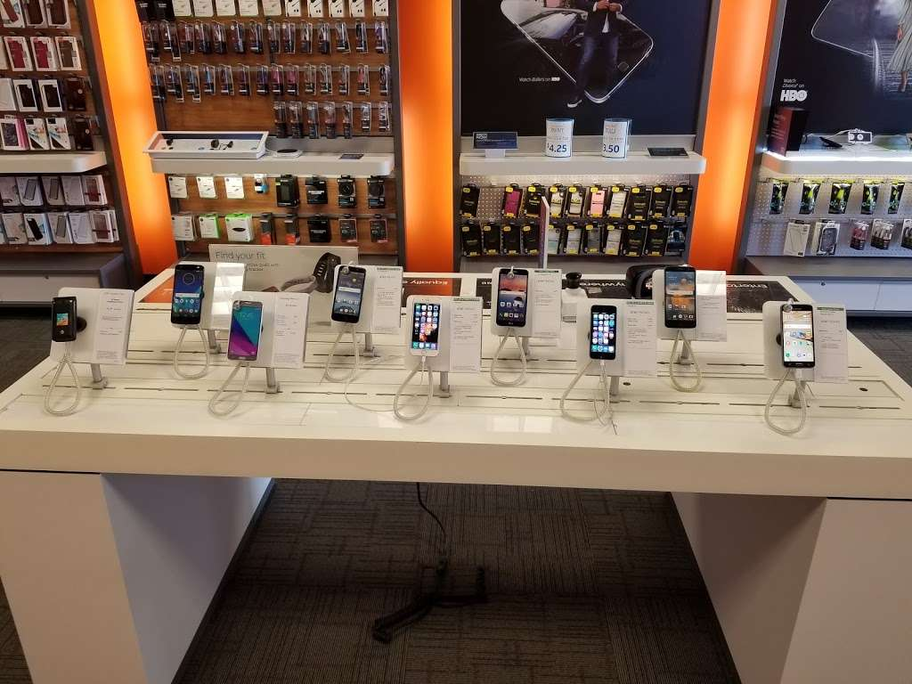 AT&T Store - electronics store  | Photo 8 of 10 | Address: 6646 Garth Rd, Baytown, TX 77521, USA | Phone: (281) 421-1900