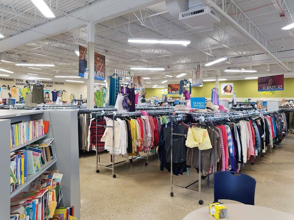 Goodwill Store & Donation Center in Evanston - store  | Photo 2 of 10 | Address: 1916B Dempster Street, Evanston, IL 60202, USA | Phone: (847) 905-1202