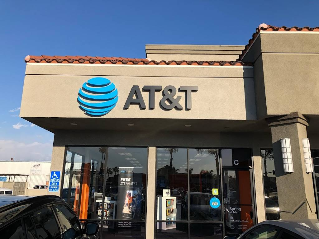 AT&T Store - electronics store  | Photo 4 of 10 | Address: 2800 Harbor Blvd Suite C, Costa Mesa, CA 92626, USA | Phone: (714) 432-0900