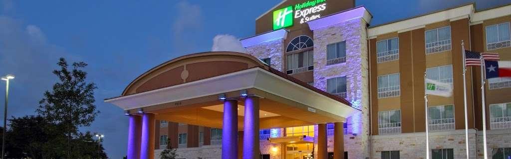 Holiday Inn Express & Suites Houston East - Baytown - lodging  | Photo 7 of 10 | Address: 7515 Garth Rd, Baytown, TX 77521, USA | Phone: (281) 421-9988