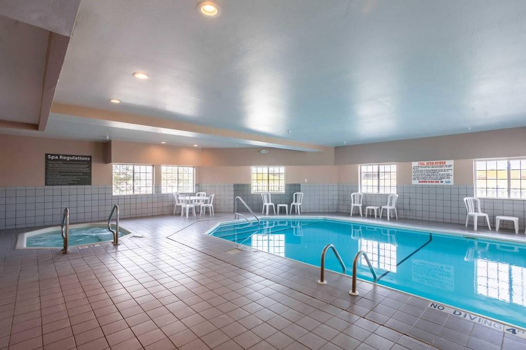 Quality Inn & Suites - lodging  | Photo 3 of 10 | Address: 7333 Husker Cir, Lincoln, NE 68504, USA | Phone: (402) 817-7807