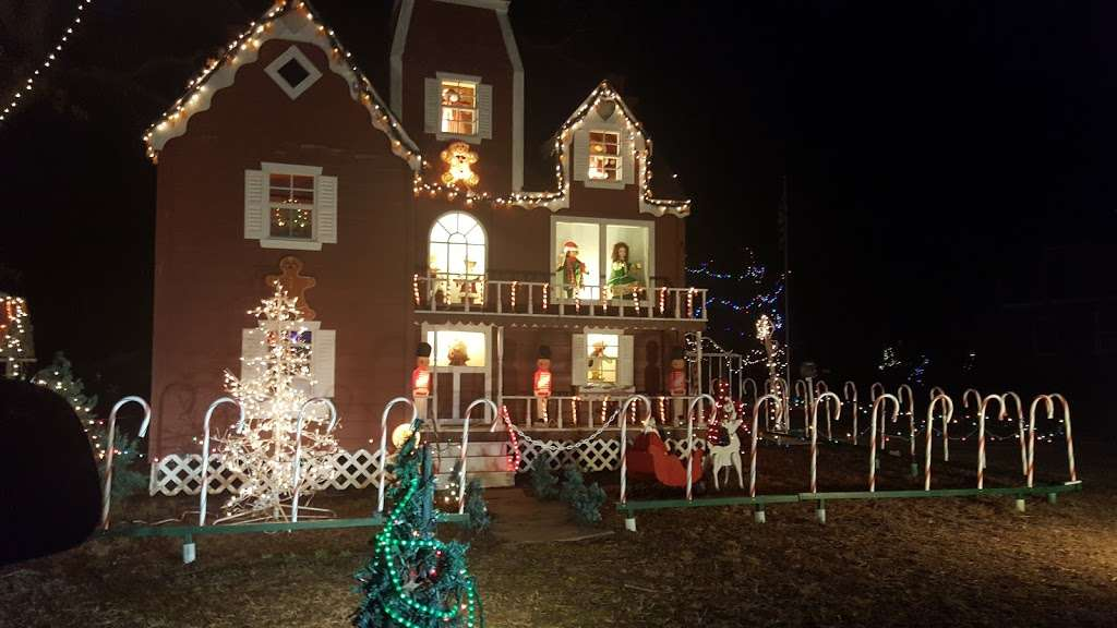 Christmas lights Drive Through - campground  | Photo 6 of 10 | Address: 2263 Vermont Ave, Toms River, NJ 08755, USA