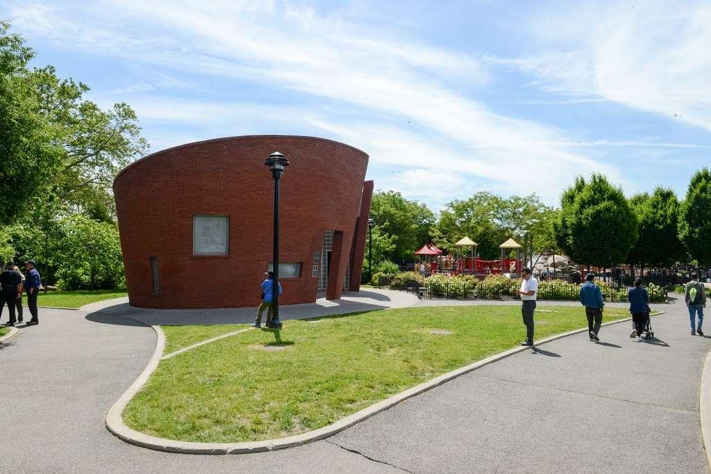 Elmhurst Park - park  | Photo 9 of 10 | Address: 57th Avenue &, Grand Ave, Queens, NY 11373, USA | Phone: (212) 639-9675