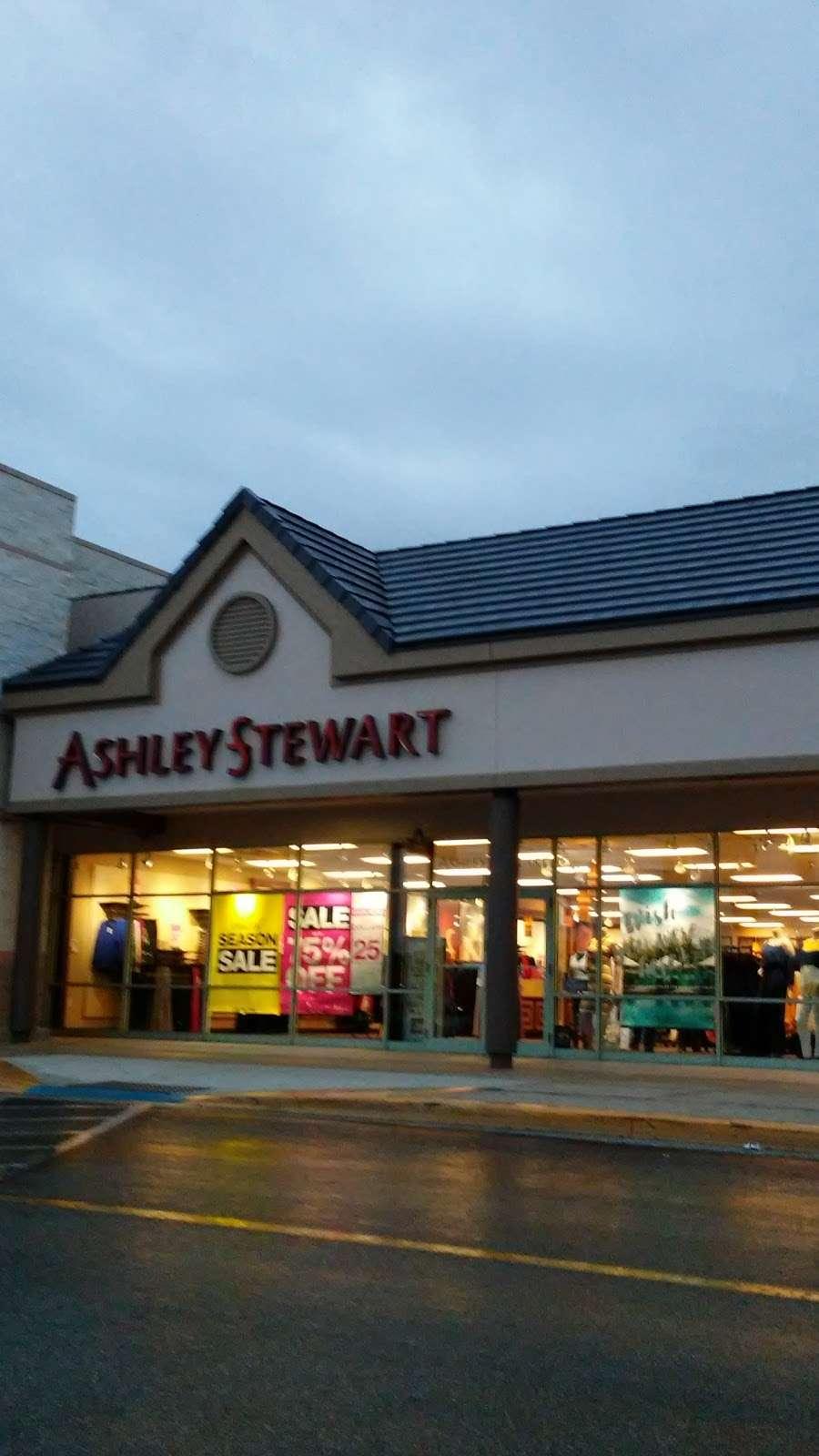 Ashley Stewart - clothing store    Photo 2 of 3   Address: 7461 W Colonial Dr, Orlando, FL 32818, USA   Phone: (407) 298-4760