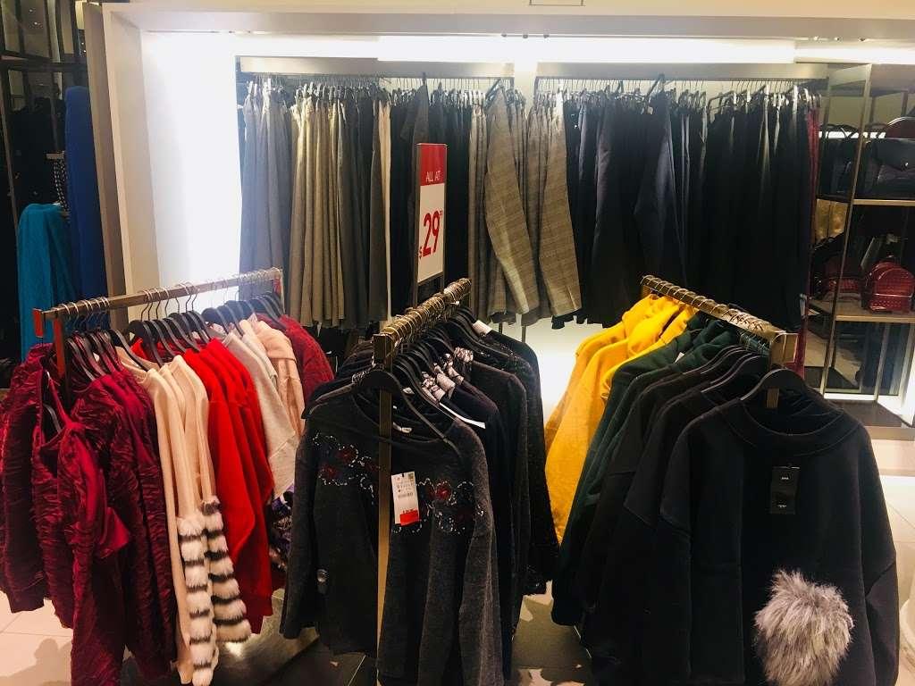 Zara - clothing store  | Photo 6 of 10 | Address: 101 5th Ave, New York, NY 10003, USA | Phone: (212) 741-0555