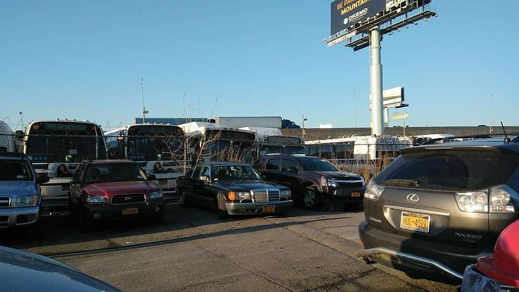 MTA Eastchester Bus Depot - bus station  | Photo 1 of 10 | Address: 3320 Tillotson Ave, Bronx, NY 10475, USA | Phone: (718) 696-3600