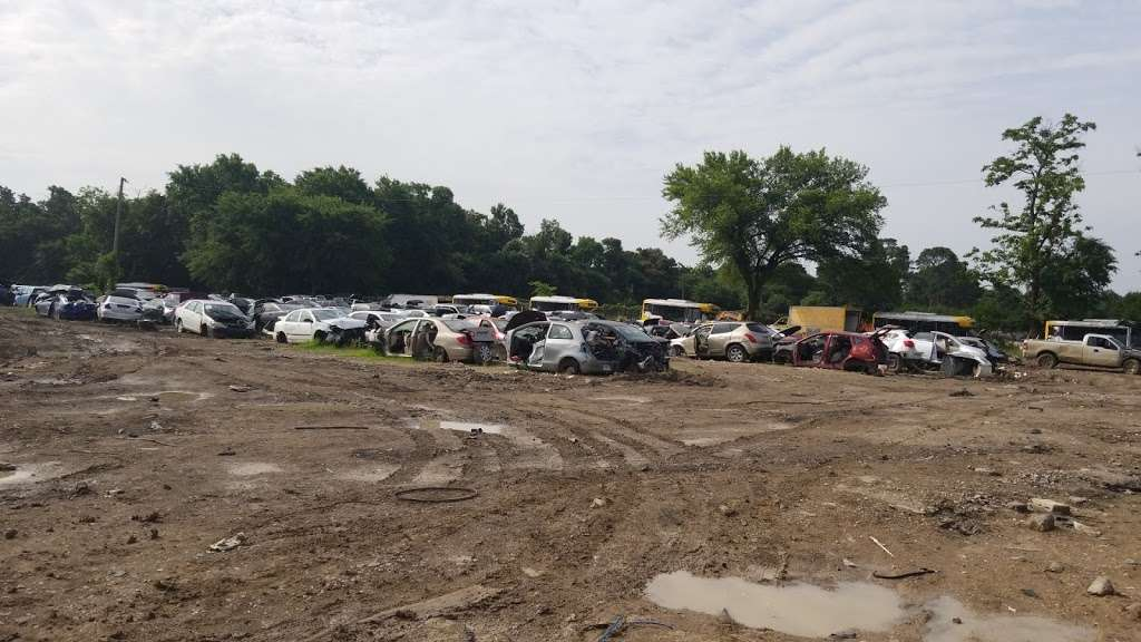 Oveido Auto Parts - car repair  | Photo 5 of 6 | Address: 2790 Dowdy Ferry Rd, Dallas, TX 75217, USA | Phone: (972) 286-5039