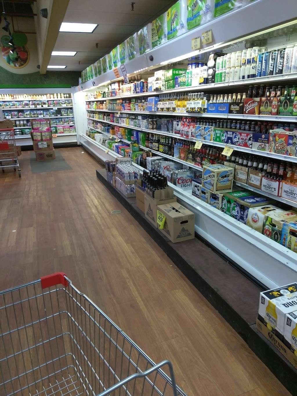Family Dollar - supermarket  | Photo 4 of 10 | Address: 375 Tompkins Ave, Staten Island, NY 10305, USA | Phone: (718) 442-1030