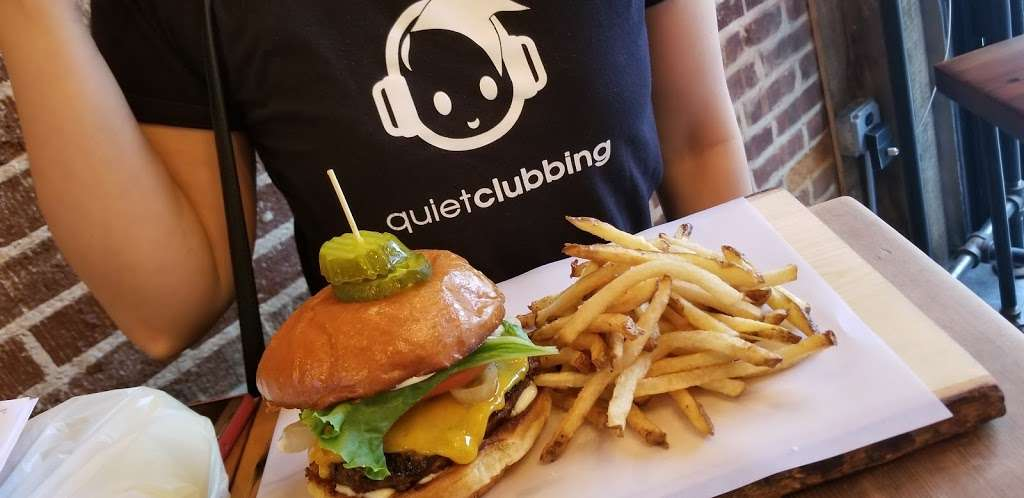 Burger Lab - restaurant  | Photo 4 of 10 | Address: 29-04 Ditmars Blvd, Long Island City, NY 11105, USA | Phone: (929) 454-8825