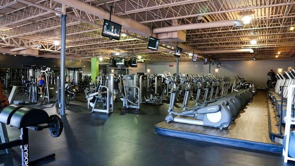 FITLAB Fitness Club Merrimack - gym  | Photo 1 of 10 | Address: 515 Daniel Webster Hwy, Merrimack, NH 03054, USA | Phone: (603) 429-4653