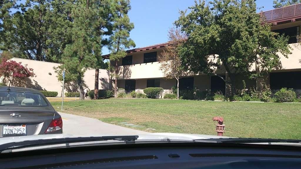 Robert Frost Middle School - school  | Photo 6 of 10 | Address: 12314 Bradford Pl, Granada Hills, CA 91344, USA | Phone: (818) 832-6900