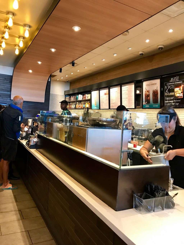 Starbucks - cafe  | Photo 4 of 10 | Address: 600 World Way, Los Angeles, CA 90045, USA