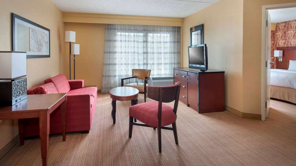 Courtyard by Marriott Secaucus Meadowlands - lodging  | Photo 10 of 10 | Address: 455 Harmon Meadow Blvd, Secaucus, NJ 07094, USA | Phone: (201) 617-8888