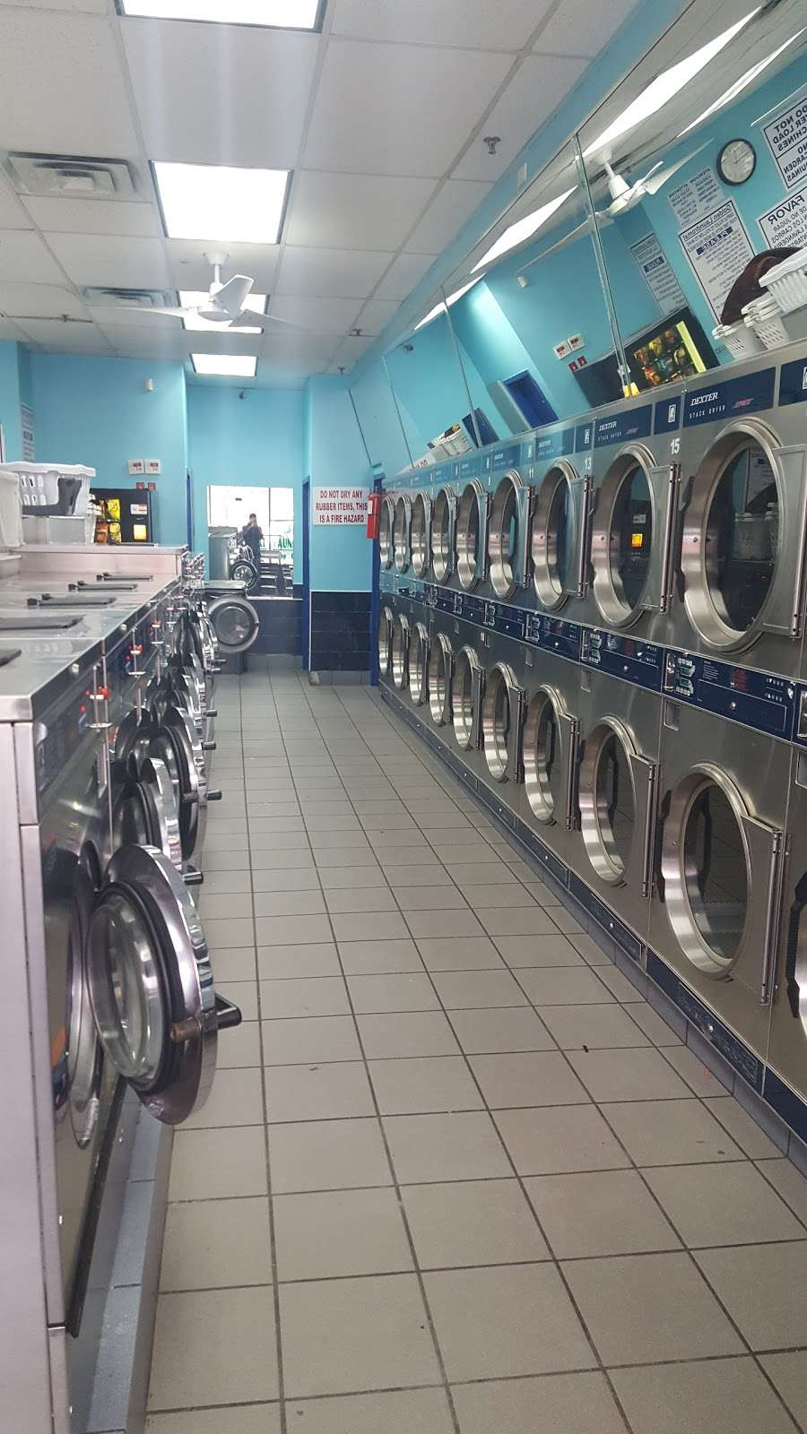 Golden Laundromat - laundry  | Photo 3 of 4 | Address: 1615 Dr Martin Luther King Jr Blvd, Bronx, NY 10453, USA | Phone: (718) 618-0234