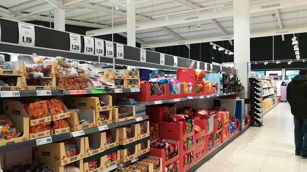 Lidl Wimbledon - supermarket  | Photo 8 of 10 | Address: Unit 1, Plough Ln, London SW17 0BW, UK | Phone: 0800 977 7766