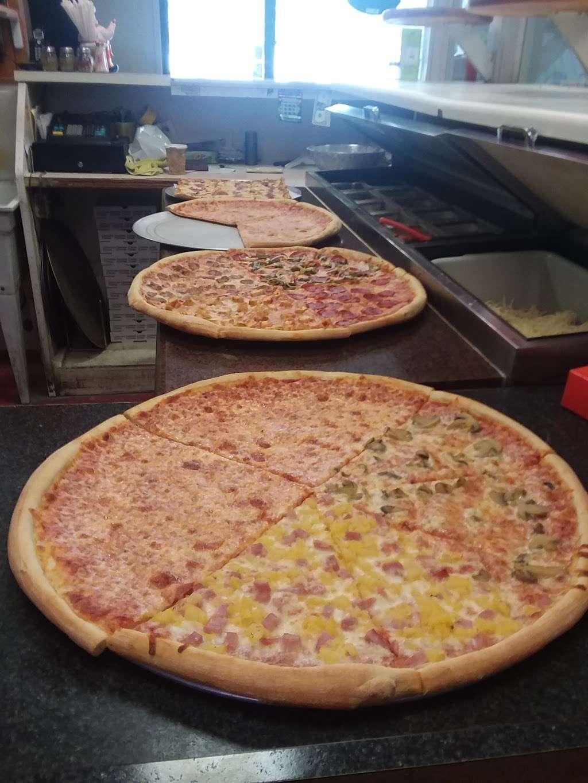 Hometown Deli & Pizzeria - restaurant  | Photo 4 of 10 | Address: 812 NY-52, Fishkill, NY 12524, USA | Phone: (845) 896-9730