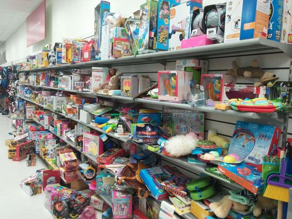 T.J. Maxx - department store  | Photo 10 of 10 | Address: 105 Lefante Way, Bayonne, NJ 07002, USA | Phone: (201) 339-8312