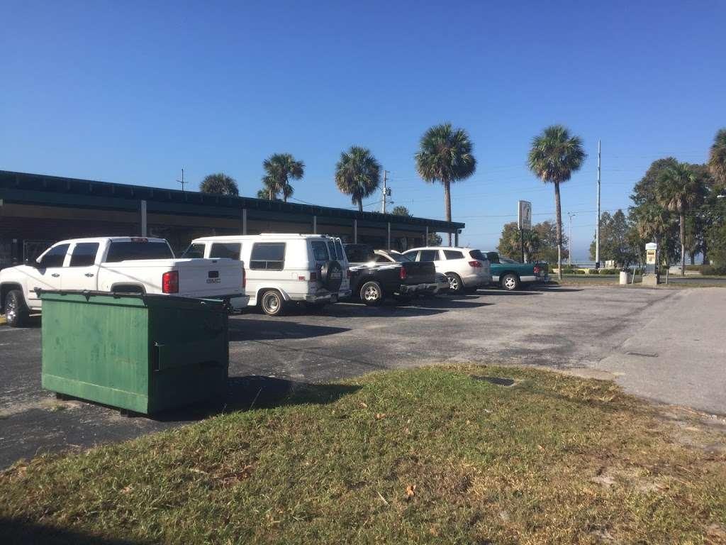 Lake Eustis Laundry Veteran Owned - laundry  | Photo 7 of 10 | Address: 2 East Hazzard Ave, Eustis, FL 32726, USA | Phone: (407) 212-7345