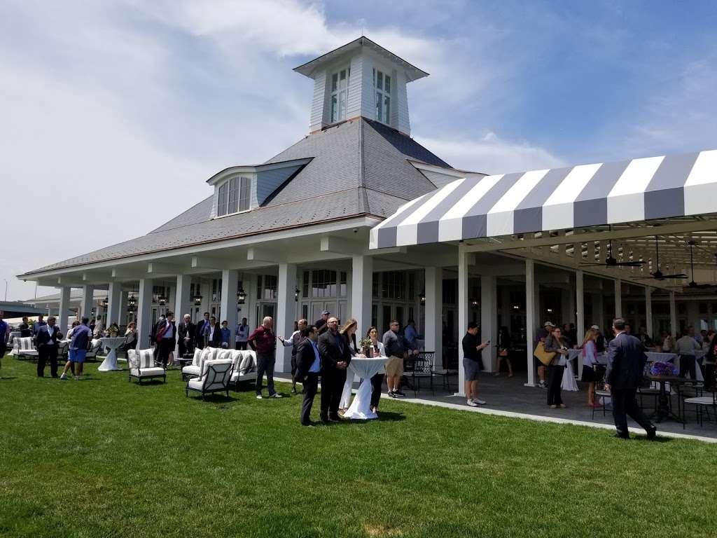 Trump Golf Links, Ferry Point - restaurant  | Photo 5 of 10 | Address: 500 Hutchinson River Pkwy, Bronx, NY 10465, USA | Phone: (718) 414-1555