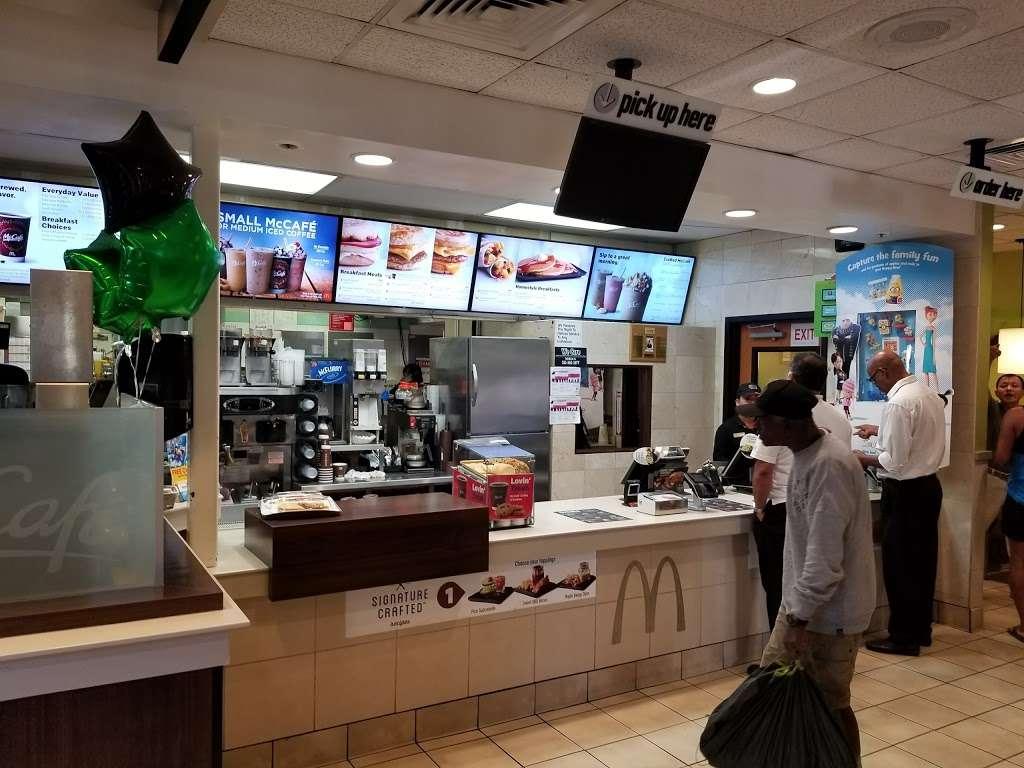 McDonalds - cafe  | Photo 2 of 10 | Address: 5223 W Century Blvd, Los Angeles, CA 90045, USA | Phone: (310) 410-1707