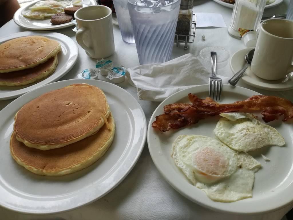 Evelyns - restaurant  | Photo 6 of 8 | Address: 3014 N 74th E Ave, Tulsa, OK 74115, USA | Phone: (918) 835-1212
