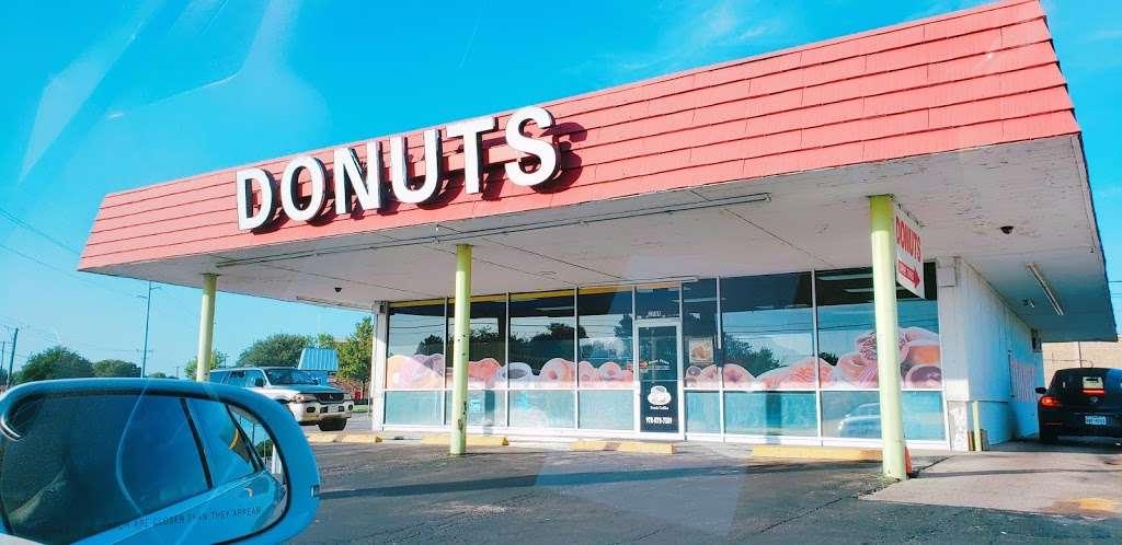 Donut Plaza - bakery    Photo 3 of 10   Address: 1745 N Country Club Rd, Garland, TX 75040, USA   Phone: (972) 272-7339