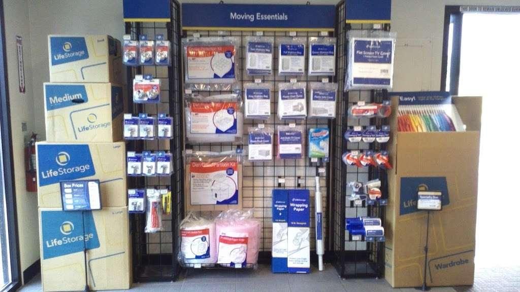 Life Storage - storage  | Photo 7 of 10 | Address: 601 Martin Ave, Rohnert Park, CA 94928, USA | Phone: (707) 794-6000