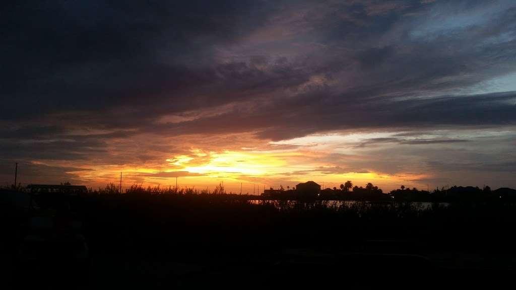 Bay Breeze Waterfront Vacation House - real estate agency    Photo 8 of 10   Address: 16703 Managua Way, Galveston, TX 77554, USA   Phone: (832) 818-4234