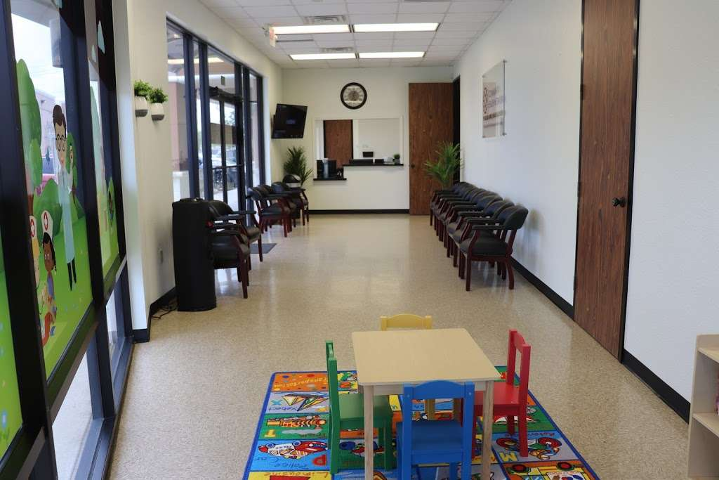 Pearland Family Health Center - dentist  | Photo 9 of 10 | Address: 2552 E Broadway St #102, Pearland, TX 77581, USA | Phone: (281) 824-1480