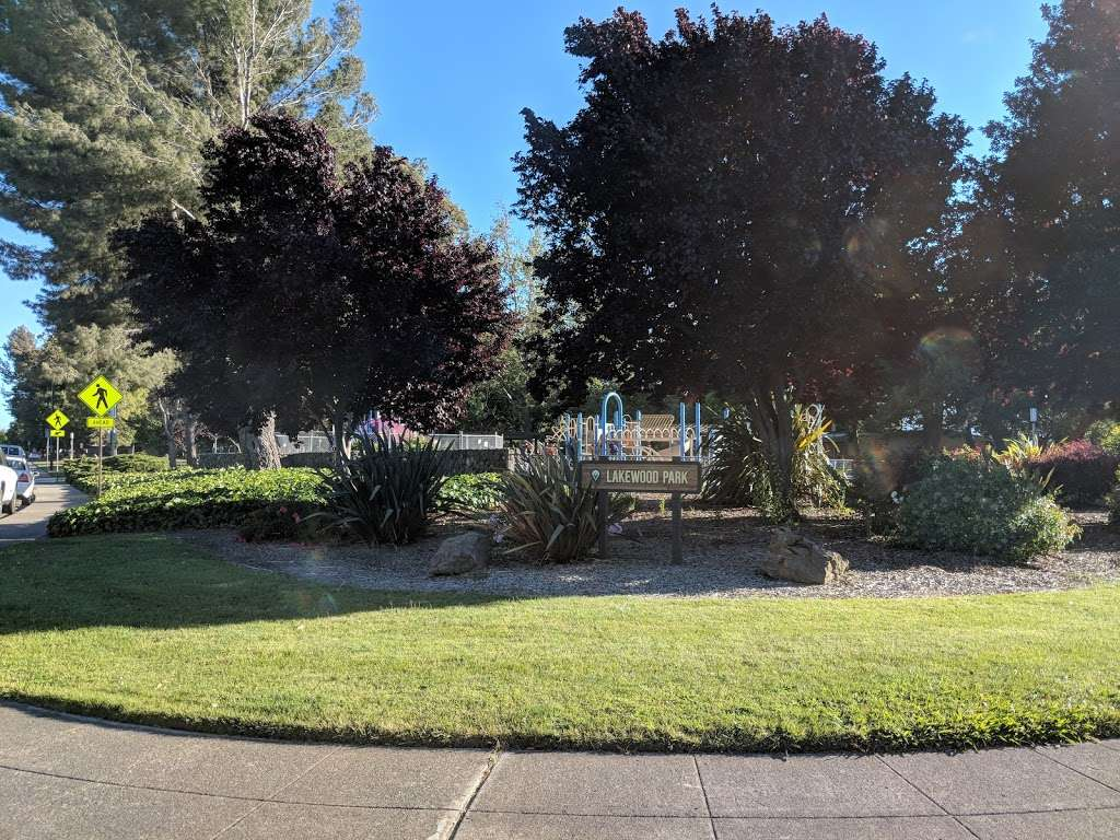 Lakewood Park - park  | Photo 6 of 10 | Address: 834 Lakechime Dr, Sunnyvale, CA 94089, USA | Phone: (408) 730-7350