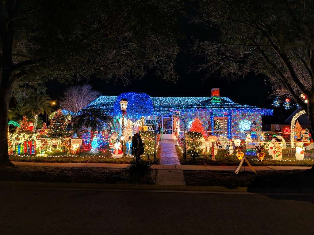 Rob and Bettys Christmas Light Display - lodging  | Photo 4 of 10 | Address: 5651 Garden Grove Cir, Winter Park, FL 32792, USA