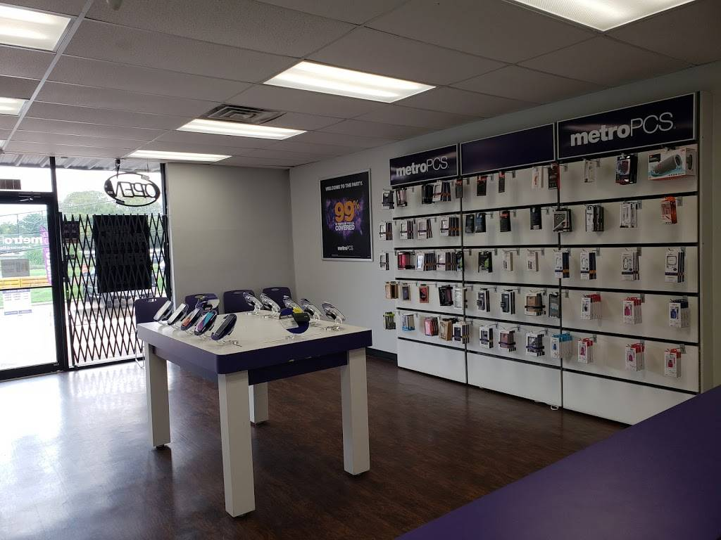 Metro by T-Mobile - electronics store  | Photo 2 of 2 | Address: 720 Bastrop Hwy #104, Austin, TX 78741, USA | Phone: (512) 614-0077