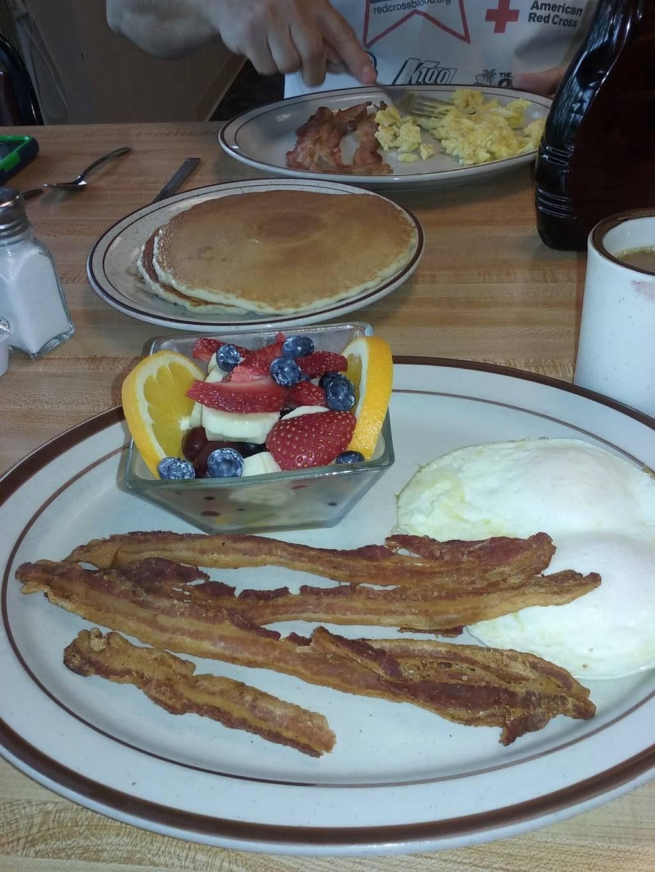 Maggies Cafe - restaurant    Photo 2 of 10   Address: 8970 Lewis Ave, Temperance, MI 48182, USA   Phone: (734) 847-2233