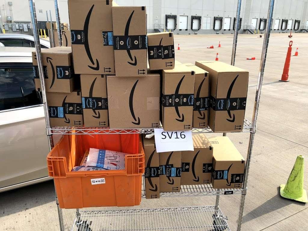 Amazon Flex Farmers Branch - storage  | Photo 2 of 10 | Address: 12401 N Stemmons Fwy, Farmers Branch, TX 75234, USA