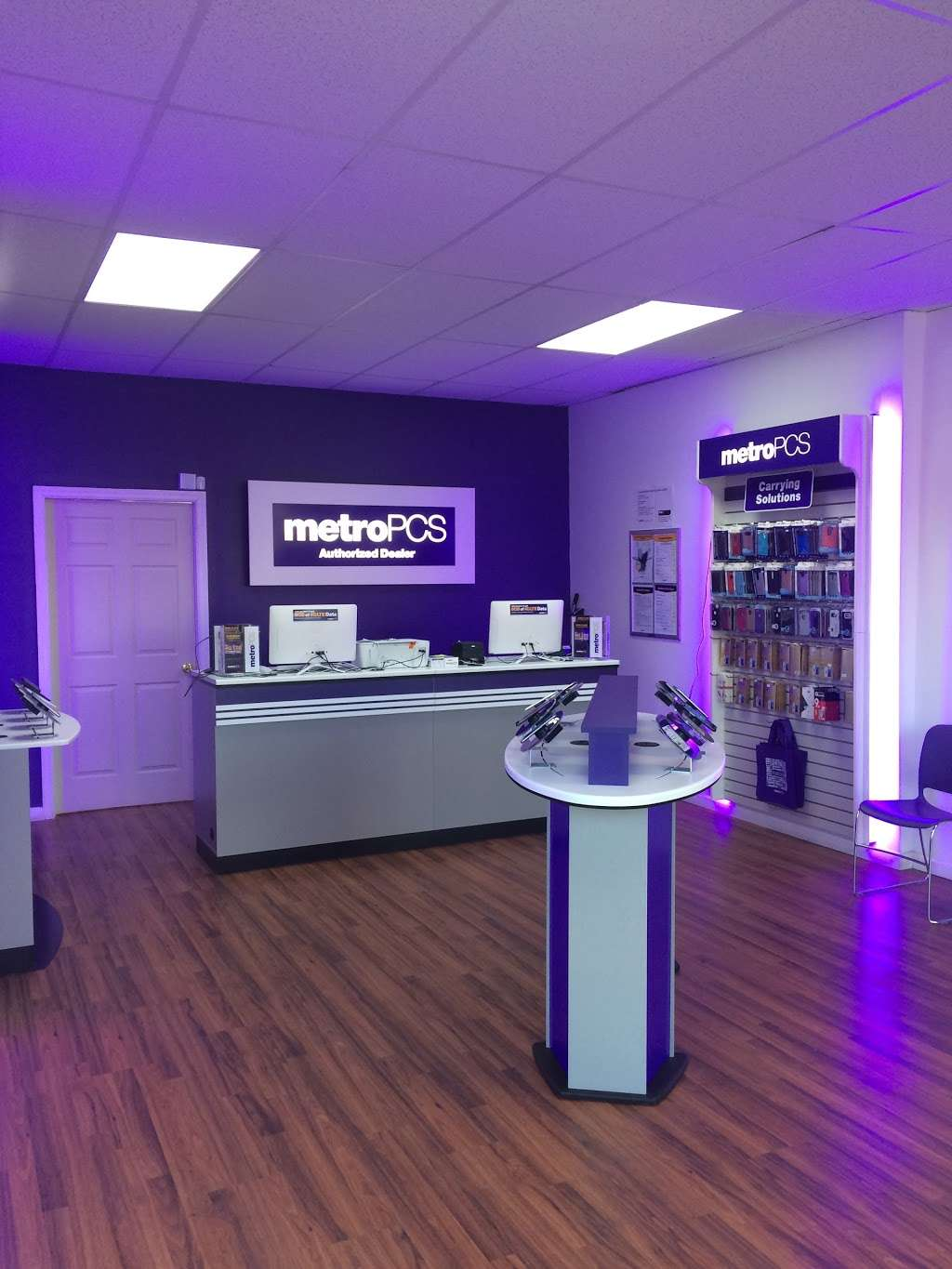Metro by T-Mobile - electronics store  | Photo 1 of 4 | Address: 1500 Amsterdam Ave, New York, NY 10031, USA | Phone: (646) 869-0435