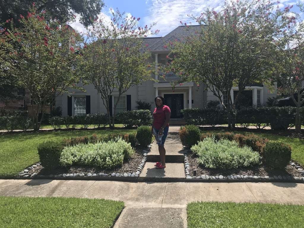 Beyonces childhood House - museum  | Photo 1 of 10 | Address: 3346 Parkwood Dr, Houston, TX 77021, USA | Phone: (318) 820-0015