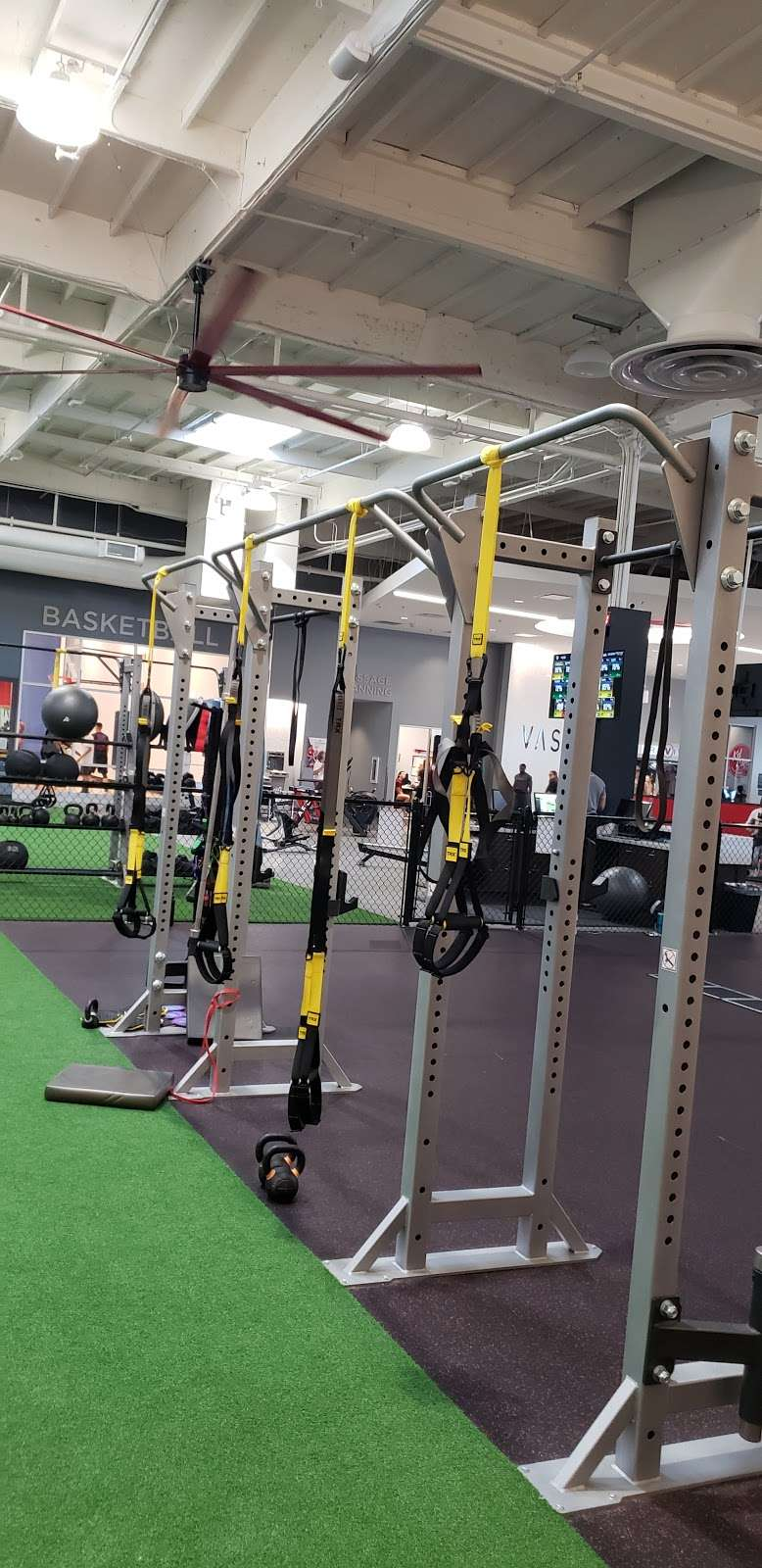 VASA Fitness - gym    Photo 2 of 9   Address: 4255 W Thunderbird Rd, Phoenix, AZ 85053, USA   Phone: (602) 603-0811