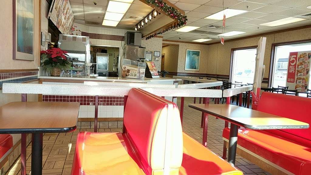 KFC - restaurant  | Photo 3 of 10 | Address: 177 NJ-17, Hasbrouck Heights, NJ 07604, USA | Phone: (201) 426-0380